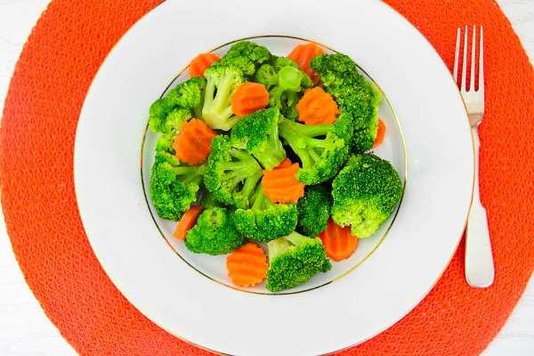 салат из моркови и брокколи
