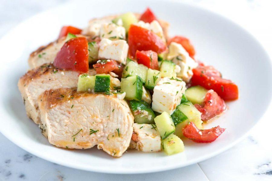 Овощной салат и куриная грудка