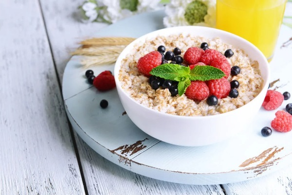 каша с ягодами на завтрак